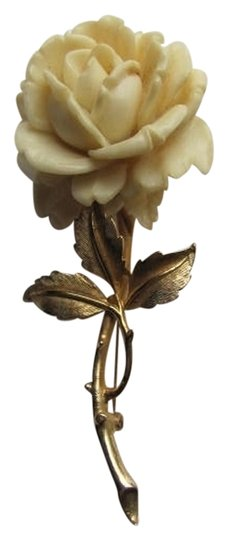 Preload https://item5.tradesy.com/images/gold-off-white-flower-broochpin-charm-730704-0-0.jpg?width=440&height=440