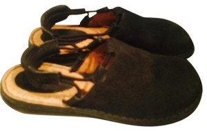 Brn Born black Mules