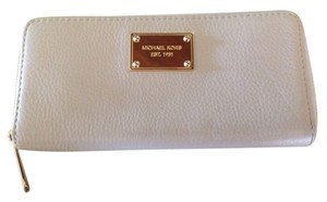 Michael Kors Michael Kors Pebbled Leather Beige Wallet