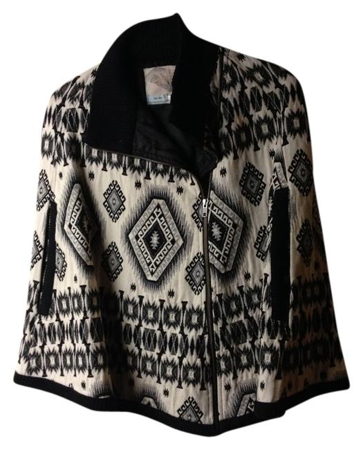 Preload https://item3.tradesy.com/images/kimchi-blue-black-and-white-unique-south-western-tapestry-ponchocape-size-2-xs-731932-0-0.jpg?width=400&height=650