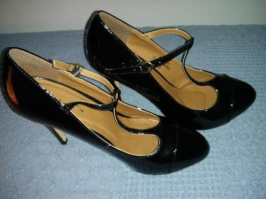T-STRAP Black Pumps