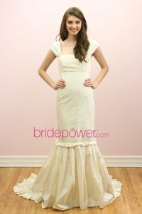 Vera Wang Cream Vintage Wedding Dress Size 6 (S)
