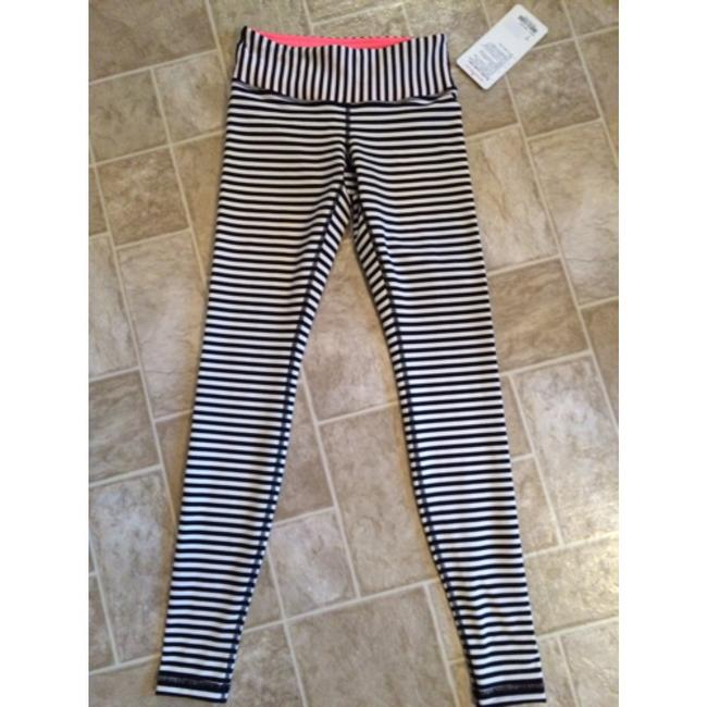 Item - Black and White Wunder Under Activewear Bottoms Size 4 (S, 27)