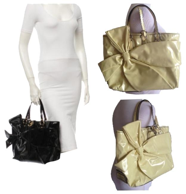Item - Lacca Bow Yellow Patent Leather Shoulder Bag