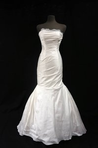 """Ines Di Santo Ivory Dupioni Silk """"Alba"""" Gown with Chantilly Lace and Rouched Bodice Wedding Dress Size 10 (M)"""