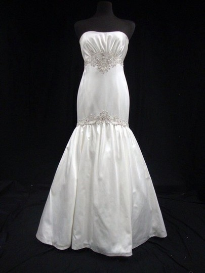 KENNETH POOL Diamond White Silk Satin Fit To Flare Gown with Silver Embroidery Formal Wedding Dress Size 6 (S)