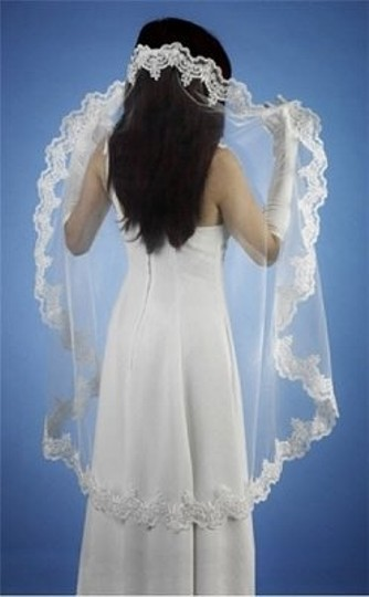 Preload https://img-static.tradesy.com/item/73442/white-medium-v-smant23-w-bridal-veil-0-0-540-540.jpg