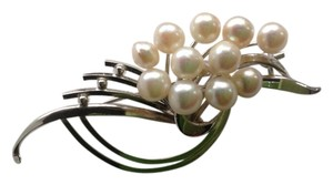 SILVER and Freshwater pearl Pin