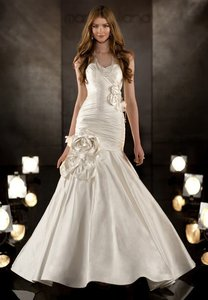 Martina Liana Ivory Dupioni Silk Trumpet Gown with Ruched Bodice and Sweetheart Neckline Wedding Dress Size 8 (M)