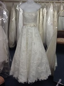 Oleg Cassini Cu114 Wedding Dress