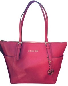 Michael Kors Red Scarlet Leather Jet Set Tote in Reds