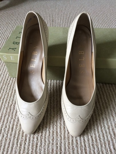 Selby bone Pumps