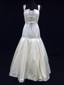 Priscilla of Boston Light Ivory Silk Satin Gown with Dropped Waist Wedding Dress Size 8 (M)