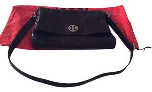 Tory Burch Messenger Medallion Leather Clutch Silver Hardware Logo Soft Leather Cross Body Bag
