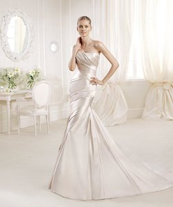 La Sposa Oyster Satin Fanal Feminine Wedding Dress Size 12 (L)