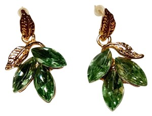 New Green Crystal Leaf Stud Earrings Large Gold Tone J1371