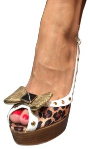 Betsey Johnson leopard w white trim Platforms