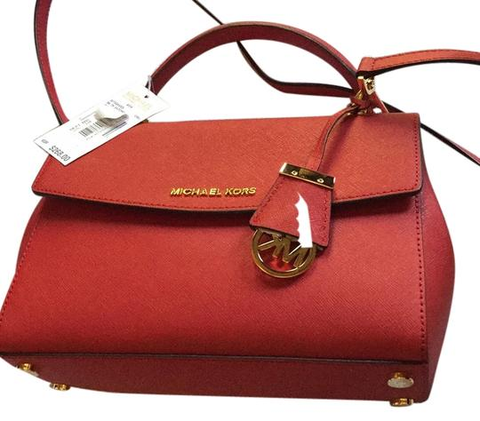 Preload https://img-static.tradesy.com/item/7406857/michael-kors-30t5gavs3l-red-leather-polyester-lining-cross-body-bag-0-1-540-540.jpg