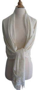 100 % Pashmina Pashmina shawls are a wardrobe must-have for all ladies.