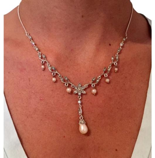 Preload https://img-static.tradesy.com/item/7410952/pearl-drop-and-earrings-set-necklace-0-0-540-540.jpg