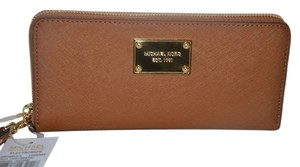 Michael Kors NWT MICHAEL KORS TECH CONTINENTAL WRISTLET WALLET CLUTCH BAG LUGGAGE LEATHER