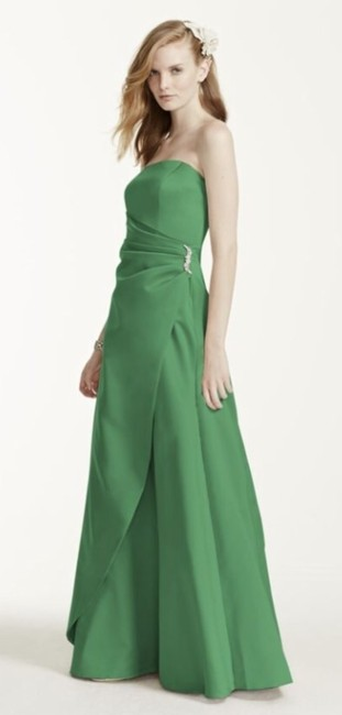 Item - Green Clover Satin 8567 Formal Bridesmaid/Mob Dress Size 10 (M)