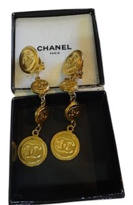 Chanel Vintage Chanel goldtone long hanging clip on earrings!!!