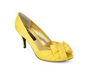 Nina Shoes Canary Yellow Forbes Formal Peep Toe Bow Pumps Size US 8 Regular (M, B)