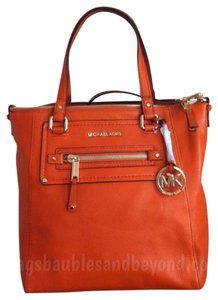 MICHAEL Michael Kors Mk Cross-body Cross Body Tangerine Orange Handbag New Nwt Tote in Tangerine, Gold