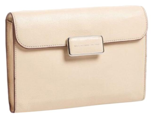 Item - Shoulder Bag With Chain New with Tags Beige Patent Leather Clutch