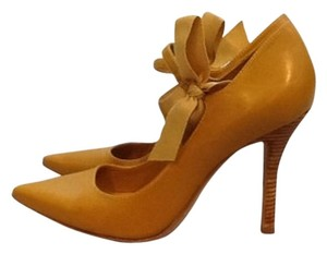 Tory Burch Mustard Pumps