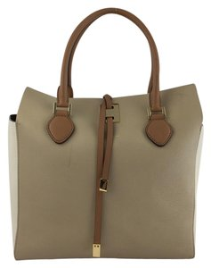 Michael Kors Tote in Beige and White