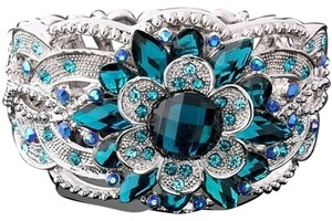 Other BNWOT ~ Aqua Flowering Mum Bracelet