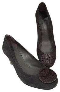 Tory Burch Grey suede/brown leather emblem Pumps
