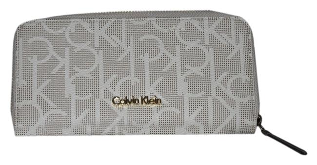 Item - Cream and Gold W Signature New W/O Tags Wallet
