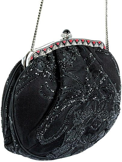 Preload https://img-static.tradesy.com/item/7462711/judith-leiber-handbag-beaded-metal-frame-evening-black-satin-clutch-0-1-540-540.jpg