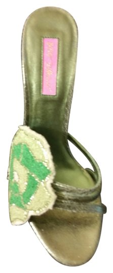 Preload https://img-static.tradesy.com/item/7464337/betsey-johnson-green-pumps-size-us-85-regular-m-b-0-6-540-540.jpg