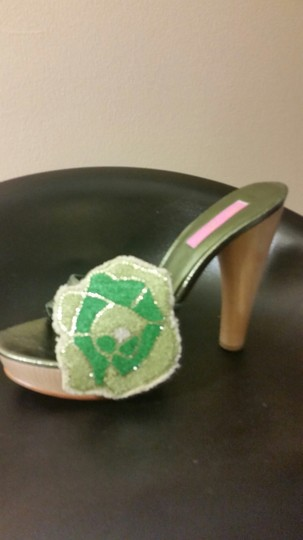 Betsey Johnson GREEN Pumps