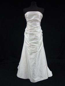 Romona Keveza Ivory Dupioni Silk Strapless Sheath Gown with Rouched Bodice Wedding Dress Size 10 (M)
