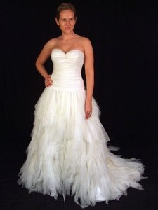Romona Keveza Ivory Tulle Handkerchief Gown with Dropped Waist Wedding Dress Size 6 (S)