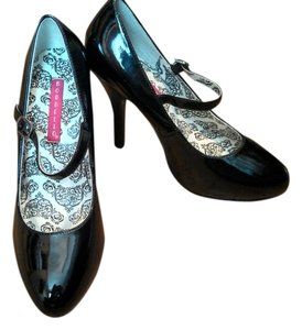 Bordello Black Pumps
