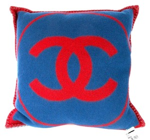 Chanel CHANEL PILLOW - NEW - REVERSIBLE RED & BLUE CC LOGO - CASHMERE BLANKET THROW