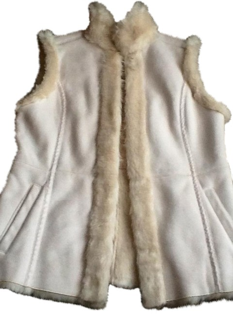 Preload https://item1.tradesy.com/images/cream-faux-fur-and-suede-vest-size-8-m-749570-0-4.jpg?width=400&height=650