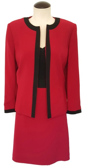 Item - Red New* - Hot with Black Neck Lines Skirt Suit Size 10 (M)