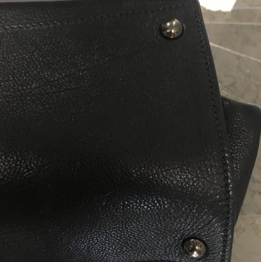 Prada Leather Tote in black Image 8