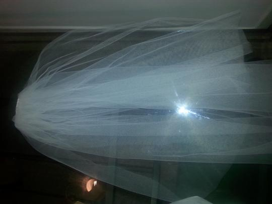 Off-white Medium Two-tier Classic Simple Bridal Veils