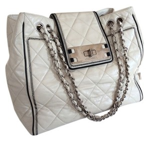 Chanel East West E/w Jumbo Tote in Cream