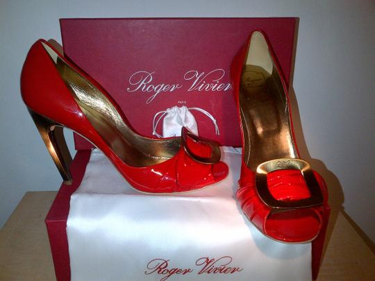Roger Vivier Gold Patent Italian Leather Curved Heel Buckle red & bronze Pumps Image 3