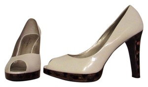 Jessica Simpson Beige Pumps