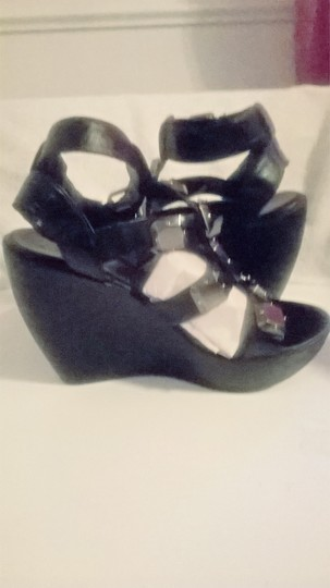 MIA Black Wedges